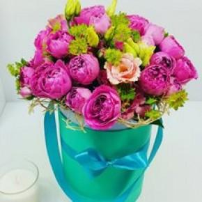Пионовидные розы в шляпной коробке №3