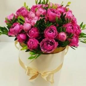 Пионовидные розы в шляпной коробке №4